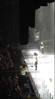 Maroon 5, Adam Levine throws mic and hits fan in face in Toronto.