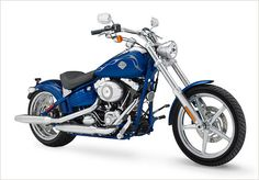 2007 Announced for the 2008 model year, the new FXCWC Rocker introduces Harley-Davidson's first swingarm-mounted rear fender and 2-into-1 Trick seat. Harley Davidson Fotos, Harley Davidson History, Harley Davidson Pictures, Harley Davidson Museum, Harley Davidson Street Glide, Harley Davidson Motorcycles, Moto Custom, Image Moto, Custom Street Glide