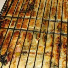 Bbq Pie / Kwaai Braai Paai recipe: You can add or omit ingredients to taste. Braai Recipes, My Recipes, Dessert Recipes, Cooking Recipes, Favorite Recipes, Recipies, Oven Recipes, Braai Pie, South African Recipes