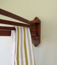 Rack swinging towel