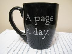 DIY Sharpie mug - I used another design, but I used this link for the temperature and time instructions. I used the thicker Sharpie and it did not come off at least the first time I washed it. Sharpie Crafts, Diy Sharpie Mug, Silver Sharpie, Sharpie Projects, Black Sharpie, Diy Projects To Try, Craft Projects, Project Ideas, Craft Gifts