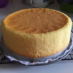 A light and flavorful sponge cake with the fresh scent coming from the juice and zest of one big orange :) Yield: one 18cm round cake Ingred...