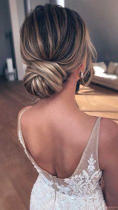 Low Bun Bridal Hair, Short Hair Updo, Bridal Hair Vine, Wedding Guest Updo, Short Wedding Hair, Wedding Hair Pieces, Chic Hairstyles, Vintage Hairstyles, Wedding Hairstyles