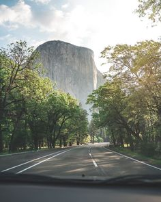 Road trips are the ultimate adventure. But road trips are expensive. You'll find many ways to road trip on a budget if you look hard enough. Street Outfit, Street Wear, Road Trip On A Budget, Budget Travel, Skate Wear, New Travel, Travel Goals, Family Travel, Yosemite Valley