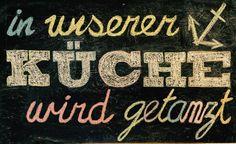 Musik als Essen für die Seele.  Schild in einer Hamburger Küche.  #WohneninHamburg #Küche #dancing #tanzen #kitchen