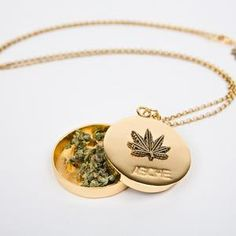Gold Weed Leaf Grinder Necklace - Blunted Objects Cute Jewelry, Jewelry Accessories, Music Jewelry, Truck Accessories, Glass Pipes And Bongs, Puff And Pass, Stoner Girl, Accesorios Casual, Things To Buy