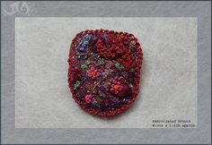 Fabric Brooch with machine and hand por JaynevelynDesigns en Etsy