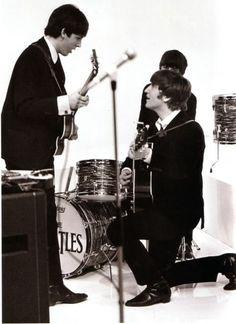 1964 - Paul McCartney, Ringo Starr and John Lennon in A Hard Day's Night film. Beatles Photos, Beatles Band, Paul Mccartney, John Lennon, Music Rock, A Hard Days Night, Pop Rock, The Fab Four, Beetles