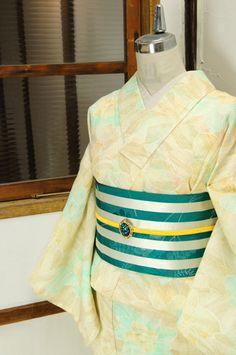ミントブルーとアンバーブラウンの繊細なラインでデザインされた大胆なフワラーパターンがモダンな夏着物風の縮浴衣です。 #kimono