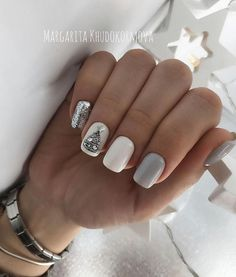 Christmas is approaching. Is your Christmas nails ready? Are sweater nails popular this year, or classic red nails, or are you still uninspired? Christmas Gel Nails, Christmas Nail Art Designs, Holiday Nails, Fun Nails, Pretty Nails, Dark Nail Designs, Tree Nails, Dark Nails, Shellac Nails