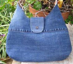 Upcycled jeans -> Phoebe purse, Pattern: http://artsycraftybabe.typepad.com/tutorials/phoebe_bag.pdf