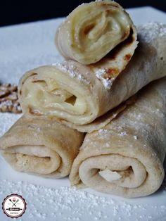 Tésztába sült dió, lágy vaníliás töltelék, csodás porcukorfelhő.... ez az aranypalacsinta. Hungarian Desserts, Hungarian Recipes, Pancake Dessert, Waffles, Pancakes, Chimichanga, Sweet Desserts, Delish, Peanut Butter