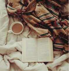 Hot tea, a book and cosy blankets - the best ways to keep warm in winter South Beach, Snuggles, Warm And Cozy, Book Worms, Good Books, My Books, Chill, Relax, Comfy