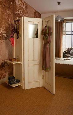 http://cursodeorganizaciondelhogar.com/ideas-para-reciclar-puertas/ Ideas para reciclar puertas DIY ideas, recycled doors Vintage Decor Ideas                                                                                                                                                                                 Más