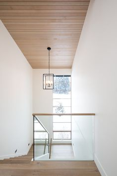 Sophie Burke Design is a Vancouver based Interior Design firm specializing in high end residential homes Dream Home Design, House Design, Wooden Ceilings, Interior Stairs, House And Home Magazine, Ceiling Design, Fireplace Surrounds, Elle Decor, Design Firms
