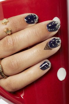 3 Super Cute Holiday Manis You Can Do Yourself!