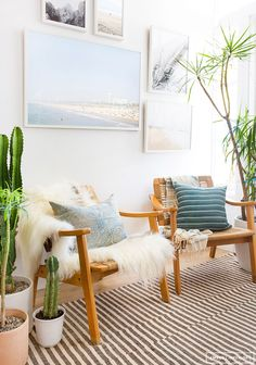 Cozy Seating Area, beachy vibe and lots of plants. Love the light airy colour palette with blond woods