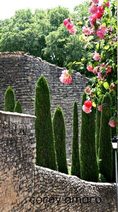 10 reasons to visit France - here is Gordes, Provence, France