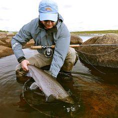 Salmon hen showing nice spawning colors #atlanticsalmon #yokanga #aosfishing #flyfishing #fliegenfischen #pescamosca #graz #styria #steiermark #onlineshop #picoftheday #photooftheday #lovefishing #austria #catchandrelease #finatical #nature #river #lachs #lachsfischen #flyfishingtravel #simmsfishing #speycasting #speyfishing #looparmy #kolapeninsula #russia #lamsonwaterworks