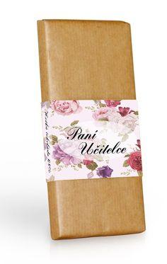 Extra hořká čokoláda 72% v přírodním papíru s motivem květů a věnováním paní učitelce.