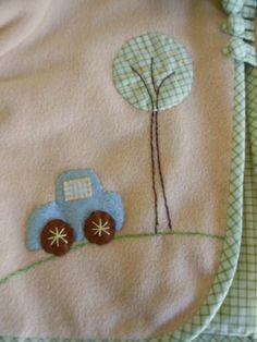 Casaquinho confeccionado em soft, forro 100% algodão. aplicações e bordados à mão. Outras cores e temas  e tecido de forro disponíveis mediante consulta.Tamanhos de 6 meses a 2 anos.