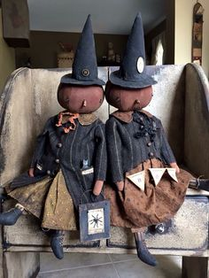 More awesome dolls. Halloween Doll, Holidays Halloween, Vintage Halloween, Halloween Crafts, Happy Halloween, Halloween Decorations, Halloween Stuff, Primitive Pumpkin, Primitive Crafts
