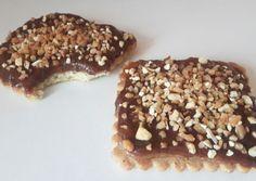 Biscuits au caramel beurre salé et chocolat ,recouvert de noisettes caramélisées.