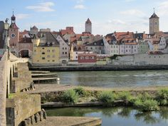 Regensburg, veduta del centro storico dal ponte sul Danubio