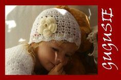Ażurowa czapeczka do chrztu dla dziewczynki.