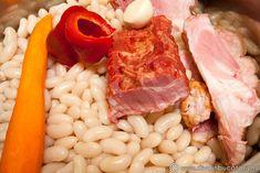 iahnie-de-fasole-cu-afumatura-si-carnati-1 Sausage, Meat, Recipes, Food, Lunch Bags, Sausages, Recipies, Essen, Meals