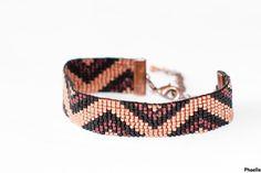 Le bracelet est réalisé à la main, en tissage de perles. Les perles délicat miyuki sont de petites perles de rocailles japonaises. Leur forme cylindrique permet un tissage parf - 12306497