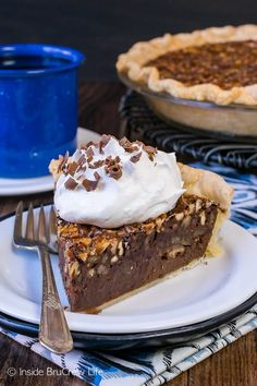 Chocolate Fudge Pecan Pie - a gooey fudge layer and toasted pecans make this pie an amazing addition to Thanksgiving dinner. Easy recipe to make ahead of time! #pie #pecanpie #thanksgiving #chocolate