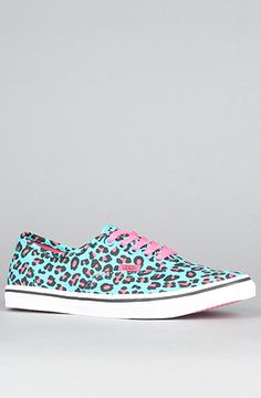 i want these so bad...they dont have them on the van's website anymore last time i checked :/