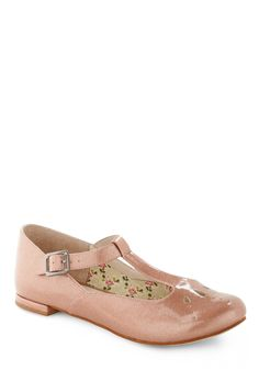 Totally LOVE this shoes... just like the ones I used when I was a little girl!