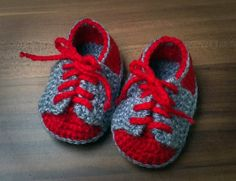 Crocheted baby boy slippers Size: 0 – 3 months     Length: 9 cm      Material: acrylic fibers