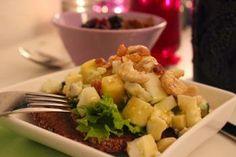 Päivä lähtee varmasti hyvin liikkeelle, mikäli takana on nautinnollinen aamupala! Uotilan leipomon perunalimppu suorastaan tanssahtelee suuhun yhdessä juustosalaatin kera! Takana, Potato Salad, Potatoes, Ethnic Recipes, Food, Eten, Potato, Meals, Diet