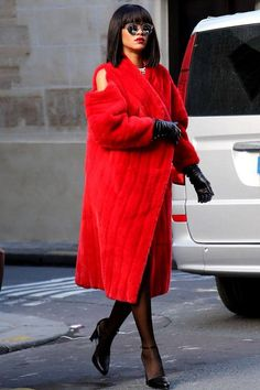 Rihanna's Top 27 Kleider Kombinationen Rihanna's clothes combinations Rihanna Street Style, Mode Rihanna, Rihanna Fenty, Fur Fashion, Fashion Outfits, Womens Fashion, Fashion Top, Classic Fashion, Fashion Trends