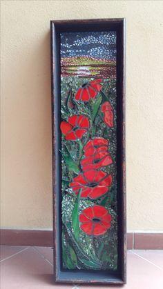 Mozaika zostavená z drobných kúskov skla. Divý mak