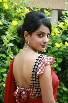 100 Sexy Low Back blouse Designs For Indian Women - Outfits Hunters Saree Blouse Patterns, Designer Blouse Patterns, Saree Blouse Designs, Stylish Blouse Design, Fancy Blouse Designs, Saree Backless, Indian Beauty Saree, Boutique, Clothes For Women