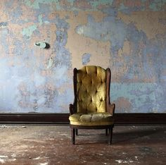 Love the color of the peeling paint in this one Interior Walls, Home Interior Design, Interior And Exterior, Distressed Walls, Peeling Paint, Decoration Inspiration, Wall Finishes, Wabi Sabi, Textured Walls