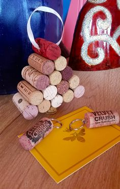Not only can you buy already made items at @TheWoodenBee, but you can also buy wine corks for your own projects. My favorites are the hand dyed ones + I adore this wine cork Christmas tree!