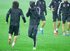 Ronaldo pulls his snood over his head during Real Madrid's training session on Tuesday eve. Real Madrid Training, Real Madrid Players, Gareth Bale, Cristiano Ronaldo, Weather Conditions, Athlete, Football, Fitness, Sports