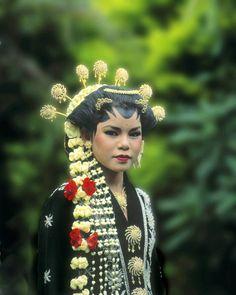 25-10-11  Javanese bride, Irian Jaya, Indonesia