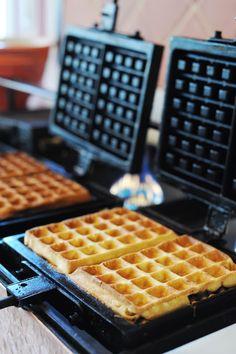 Nas tardes de sábados oferecemos o GAUFRE DE GRAMADO, uma receita original e exclusiva trazida da Bélgica do tradicional WAFFLE, preparados na hora com deliciosos acompanhamentos e nosso chá serrano de maçã e canela. #hotelcasadamontanha #hotelemgramado #hoteisemgramado #gramado #serragaucha  #delicias #waffle