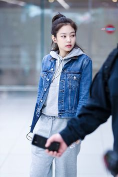 Your source of news on YG's current biggest girl group, BLACKPINK! Please do not edit or remove the. Korean Airport Fashion, Korean Girl Fashion, Blackpink Fashion, Kpop Fashion Outfits, Asian Fashion, Boyish Outfits, Stage Outfits, Casual Outfits, Jennie Blackpink