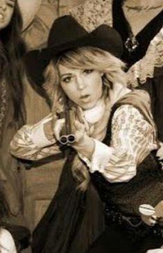 Lindsey Stirling Her Music, Good Music, Lindsey Stirling, Orchestra, Music Artists, Divas, Musicians, Hero, Singer