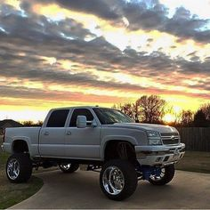 How much lift is just right? Dually Trucks, Chevy Pickup Trucks, Lifted Chevy Trucks, Gm Trucks, Chevrolet Trucks, Cool Trucks, Custom Chevy Trucks, Custom Cars, Chevy 2500hd