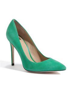 Me gusta estos zapatos porque ellos son azul/verde. !Ellos son muy bonitos!