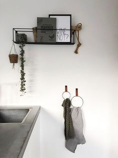 Leren handdoekring - Handles and More leren handdoekring, Industrial House, Ikea Hack, New Kitchen, Ladder Decor, Sweet Home, New Homes, House Design, Interior, Inspiration