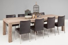 U zoekt een sfeervolle eetkamertafel voor een wereldprijs? Dan bent u bij Forest aan het juiste adres. Het ruig ogende, hergebruikte Aziatisch hardhout in warme grijstint, zal u van binnen een fijn gevoel geven! De doorleefde uitstraling die zo karakteristiek is voor Forest en het strak vormgegeven blad zonder overstek maken deze tafel gemakkelijk te combineren met vele woonstijlen. De riante tafel is uiterst geschikt voor grote gezinnen of gezellige feestavonden.